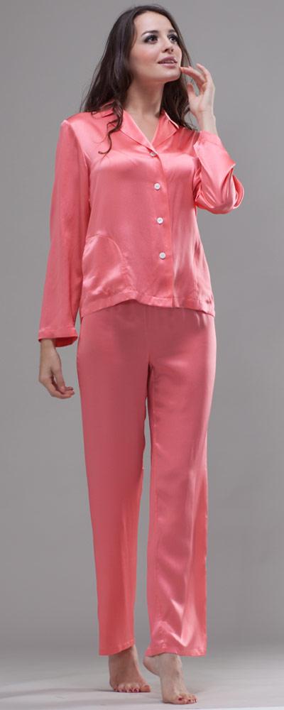 cheap for discount 333d5 7bede Attraktiver Damen Pyjama mit zierender Knopfleiste