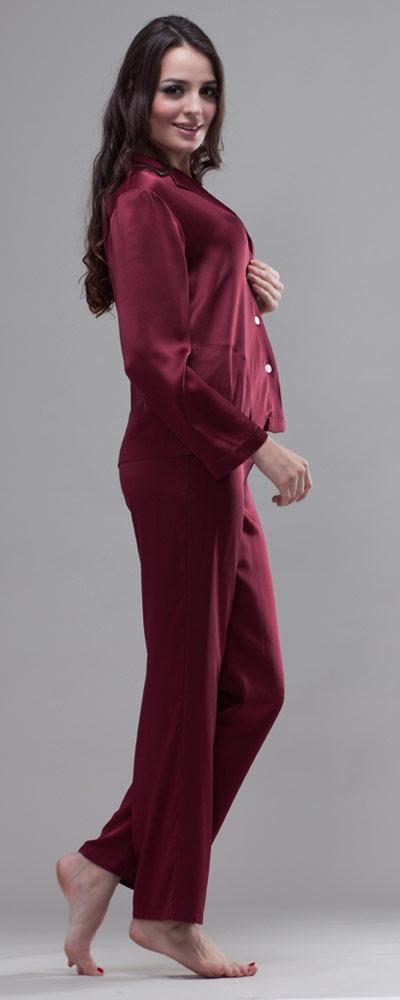 attraktiver damen pyjama mit zierender knopfleiste. Black Bedroom Furniture Sets. Home Design Ideas