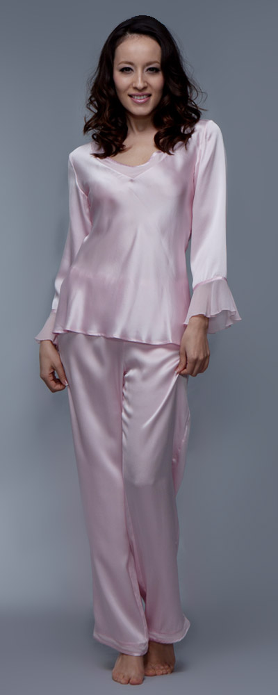 new concept a68b0 7ecb3 Zarter rosa Pyjama mit kleinen Rüschen