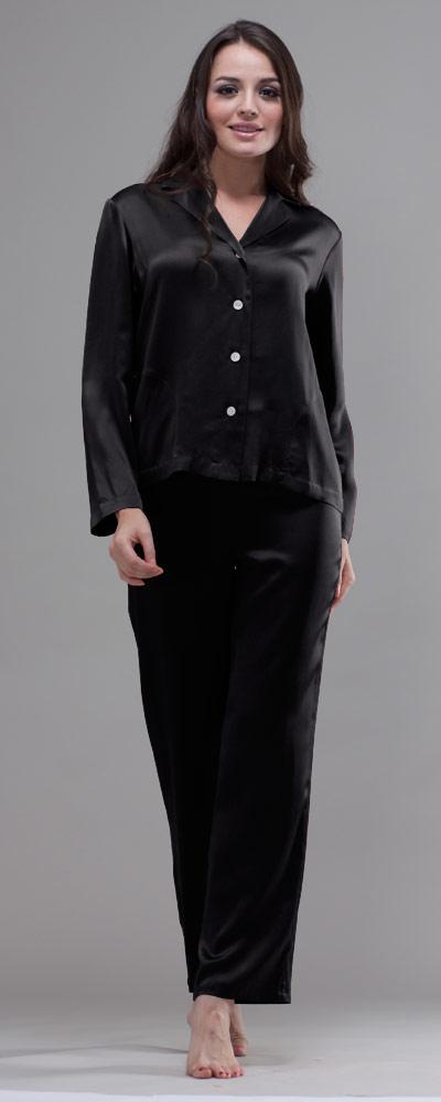 cheap for discount 2b42a 89b49 Attraktiver Damen Pyjama mit zierender Knopfleiste