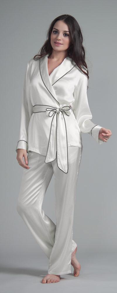 Veröffentlichungsdatum: Abstand wählen Wählen Sie für echte Extravaganter Pyjama in Wickeloptik