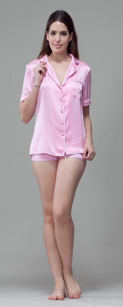 check out 69496 f4470 Seiden Pyjama mit reizvollen Kontrasten